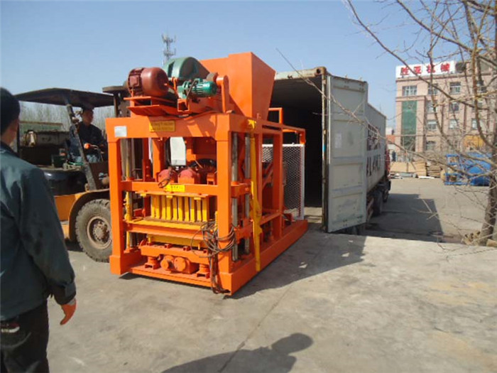 QT4-25 Semi automatic concrete block machine